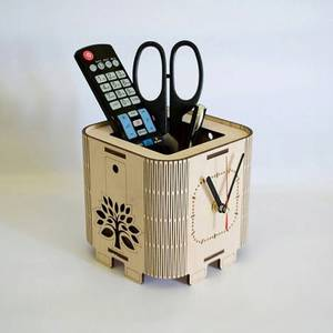 Карандашница с часами