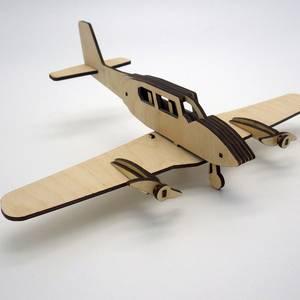 Самолетик винтовой двухмоторный